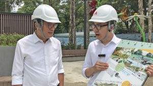 Landscape Architect of the ArchSD, Mr CHUNG Pui-shun (right), briefs the SDEV, Mr Michael WONG, on the design concepts of the IP in Tuen Mun Park..