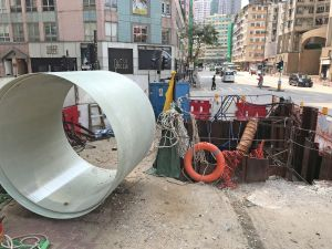 In recent years, the DSD has employed trenchless technologies under which the excavation requires less open space and a shorter duration of works, allowing traffic to resume quickly after the completion of works to minimise impacts to the public. Pictured is the construction site at Bailey Street in To Kwa Wan, where the slip-lining method is being used to rehabilitate the pipes..