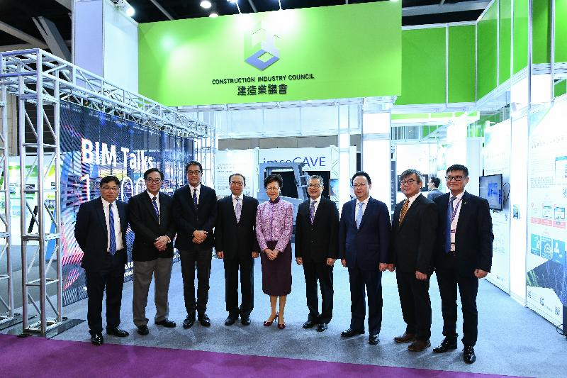 The Chief Executive, Mrs Carrie Lam, and the Secretary for Development, Mr Michael Wong, attended the grand opening ceremony of the Construction Innovation Expo 2019 at the Hong Kong Convention and Exhibition Centre today (December 18). Photo shows Mrs Lam (centre); Mr Wong (third left); the Vice Minister of the Ministry of Housing and Urban-Rural Development, Mr Yi Jun (fourth left); the Permanent Secretary for Development (Works), Mr Lam Sai-hung (second right); the Chairman of the Construction Industry Council, Mr Chan Ka-kui (fourth right), and other officiating guests at the ceremony..
