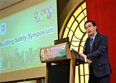 The Secretary for Development, Mr Eric Ma, delivers a speech at the Building Safety Symposium cum Closing Ceremony of Building Safety Week 2017 today (March 24)..