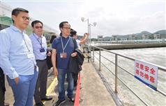 The Secretary for Development, Mr Eric Ma (second left), joins a duty visit to the Dongjiang River Basin by Legislative Council (LegCo) members today (April 15). Picture shows Mr Ma and the LegCo members visiting the Bio-nitrification Plant of the Shenzhen Reservoir to learn more about the Dongjiang water quality enhancement work..