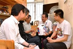 SDEV visits Sham Shui Po District to meet with residents.
