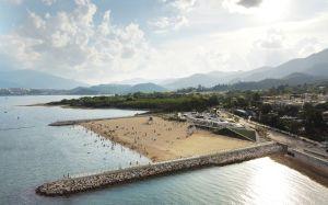 大埔龙尾泳滩是香港首个由政府兴建的人造泳滩,6月23日起开放予公众使用,为居民和游客增添多一个休闲娱乐的好去处。.
