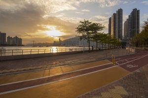 沿新单车径,踏单车人士可欣赏蓝巴勒海峡和青衣岛的优美景色。.