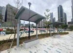 单车汇合中心设有单车练习场、有盖座椅等。.